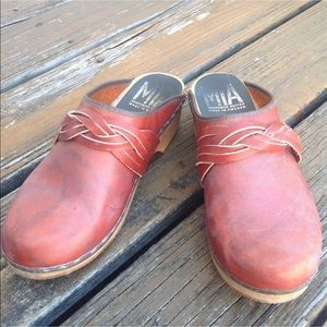 MIA Reddish Rust Leather Braided Wood Clogs EUR 40